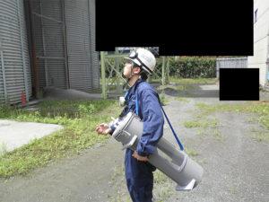 敷地境界線で臭気を採取 臭気指数の測定