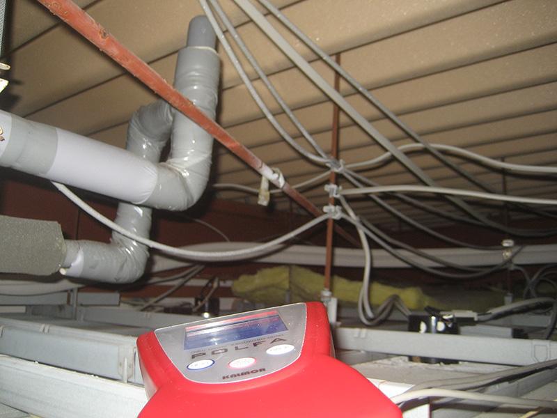 錆びた天井吊りボルト