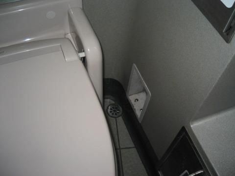 新幹線トイレ排気口